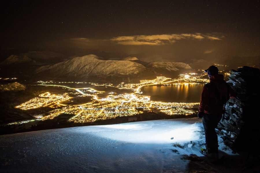 Uteguiden AS Northern light snowshoe hike