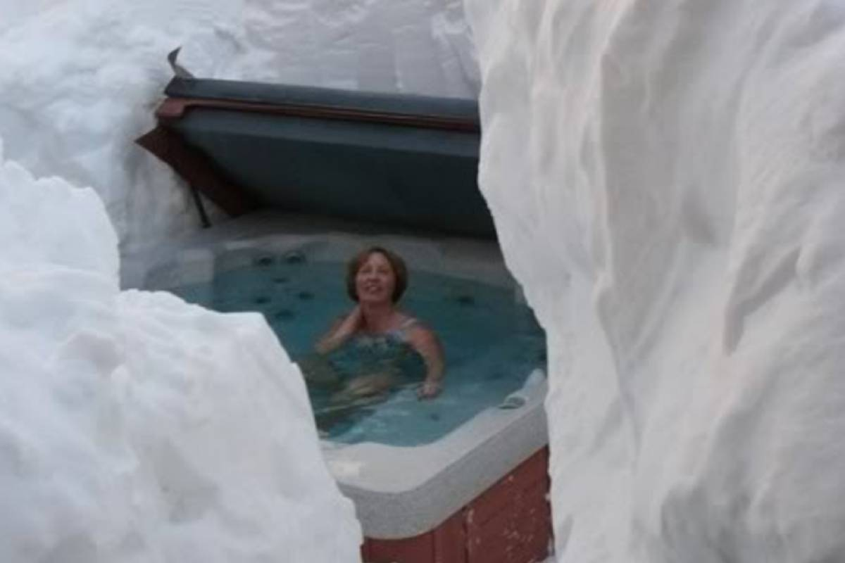 GOECCO Icelandic Ice Cave Guides 3 Day Ice Cave & Glacier Lagoon & Golden Circle Tour