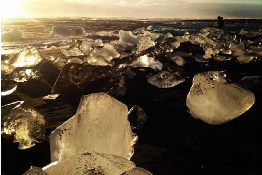 GOECCO Icelandic Ice Cave Guides 2 Day Ice Caving – Glacier Lagoon – South Shore – Northern lights all inclusive tour