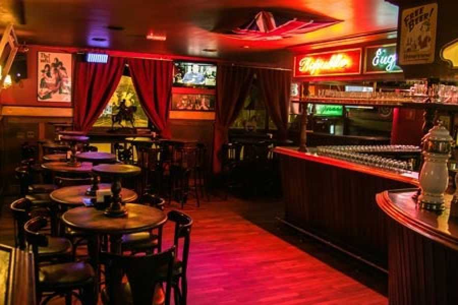 Check Point By Night - Pub Tradicional Londrino
