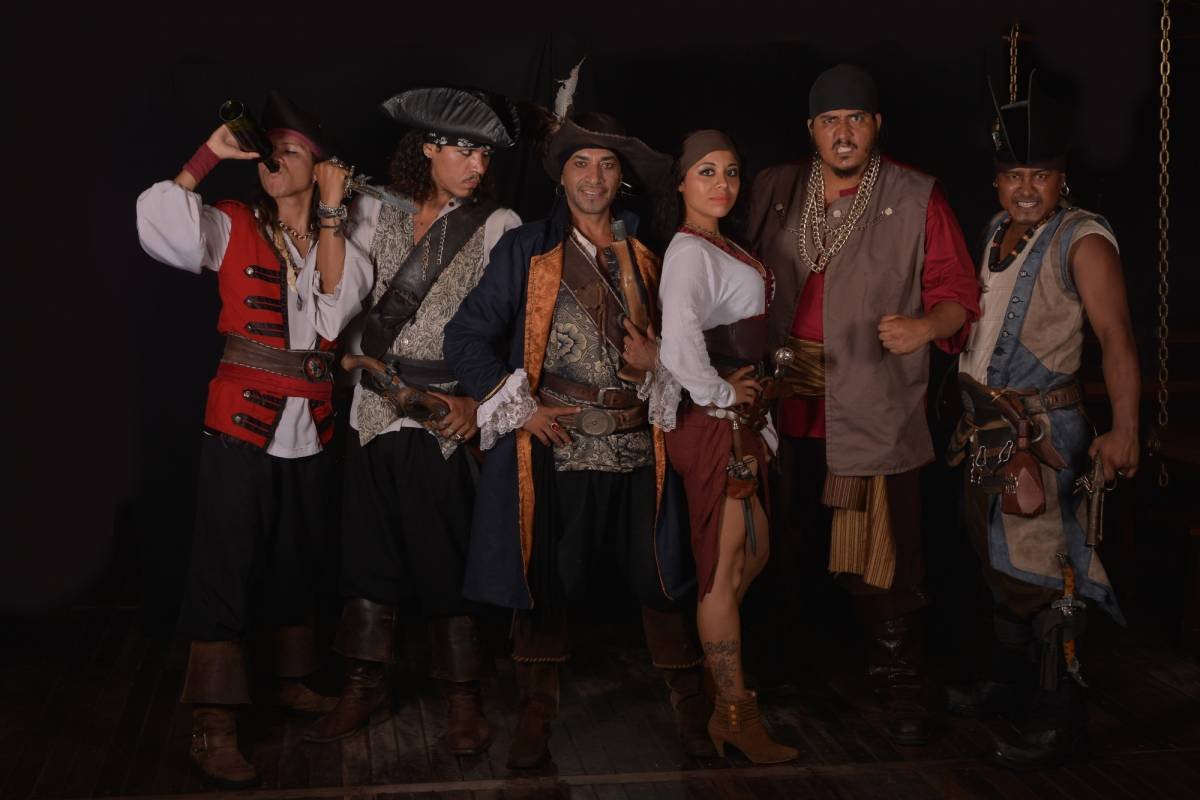 Cancun Vacation Experts PIRATE NIGHT AT JOLLY ROGER