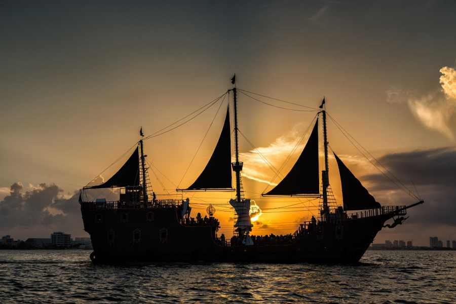 Cancun Vacation Experts NOCHE PIRATA EN JOLLY ROGER