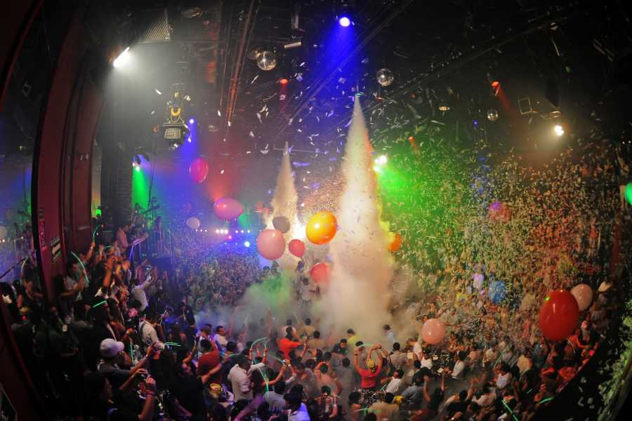Cancun Vacation Experts OPEN BAR AT COCOBONGO