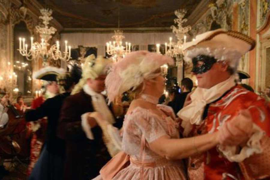 Venice Tours srl CARNIVAL EXTRAVAGANZA - A great masked ball at Palazzo Dandolo
