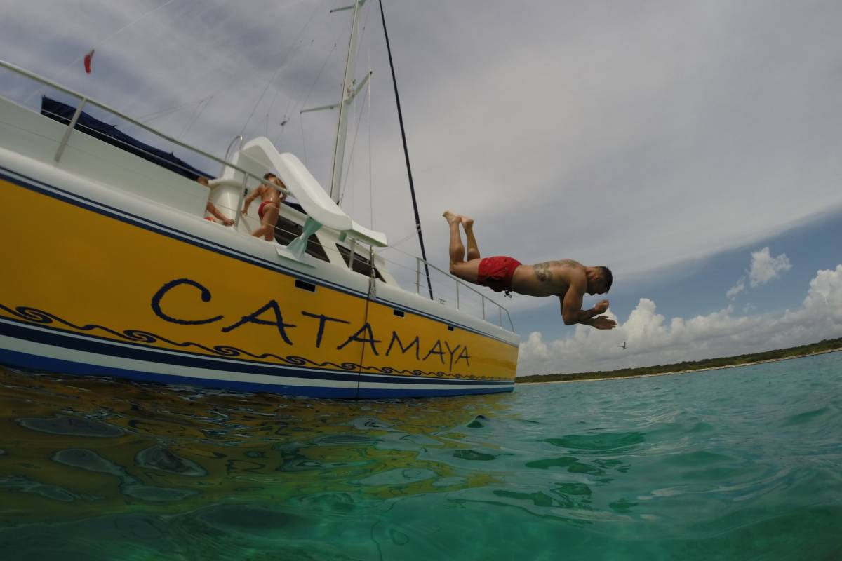 Cancun Vacation Experts CATAMARÁN DE LUJO Y ESNÓRQUEL