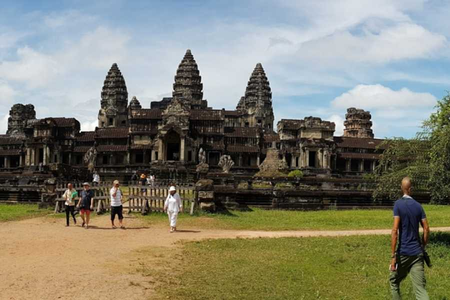 AMICI MIEI PHUKET TRAVEL AGENCY FROM PHUKET FOR THE MYTHICAL ANGKOR WAT - 3/4 DAYS TOUR (AMC02)
