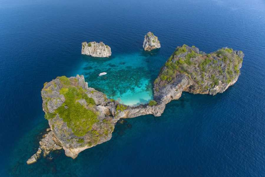 AMICI MIEI PHUKET TRAVEL AGENCY KOH ROK and KOH HAA TOUR WITH CATAMARAN or SPEEDBOAT AM022