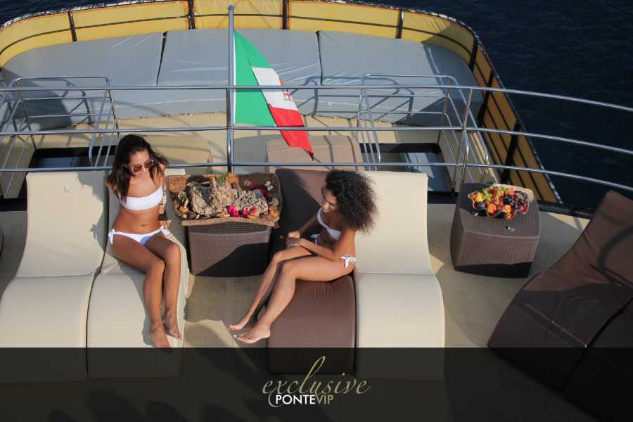 virginia motor yacht Exclusive vip deck