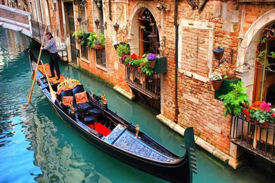 Venice Tours srl COMBO TOUR: Gondola Venetian Waterways & Glassblowing Art