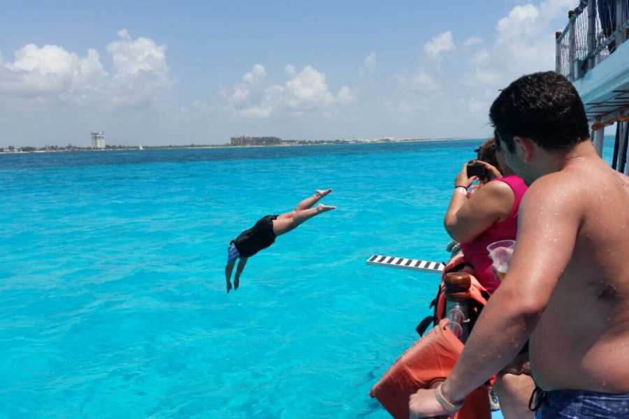 Cancun Vacation Experts DANCER CATAMARAN BASIC