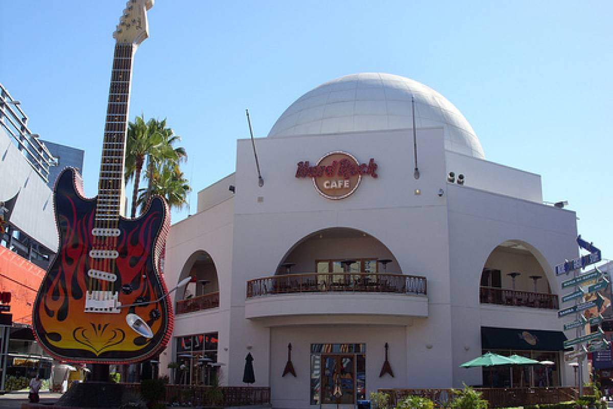 Southern California Ticket & Tour Center Hollywood Walk of Fame Self-Guided Tour + Hard Rock Café Meal Voucher + Round Trip Transfer