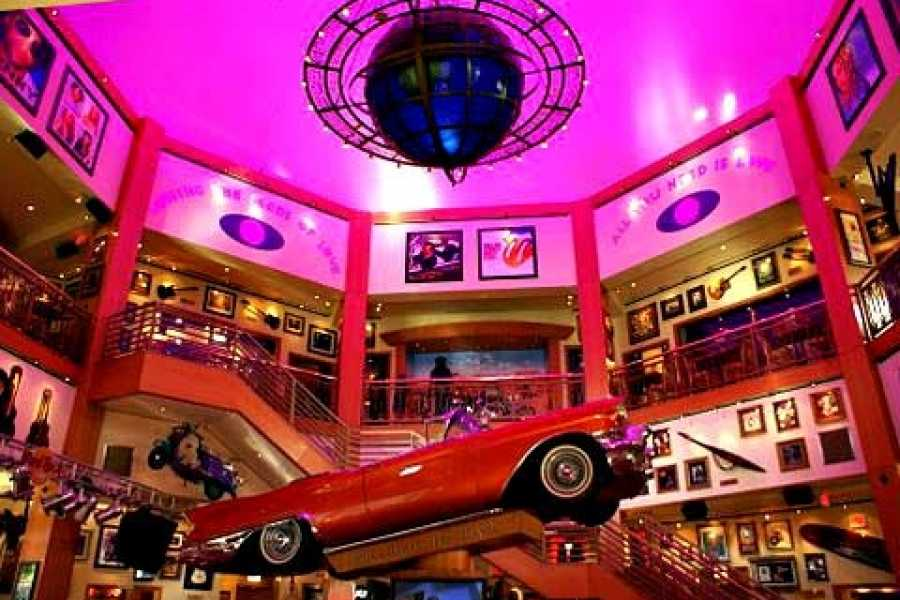 Dream Vacation Builders (H2) Hollywood Walk of Fame + Hard Rock Café Meal Voucher + Round Trip Transfer