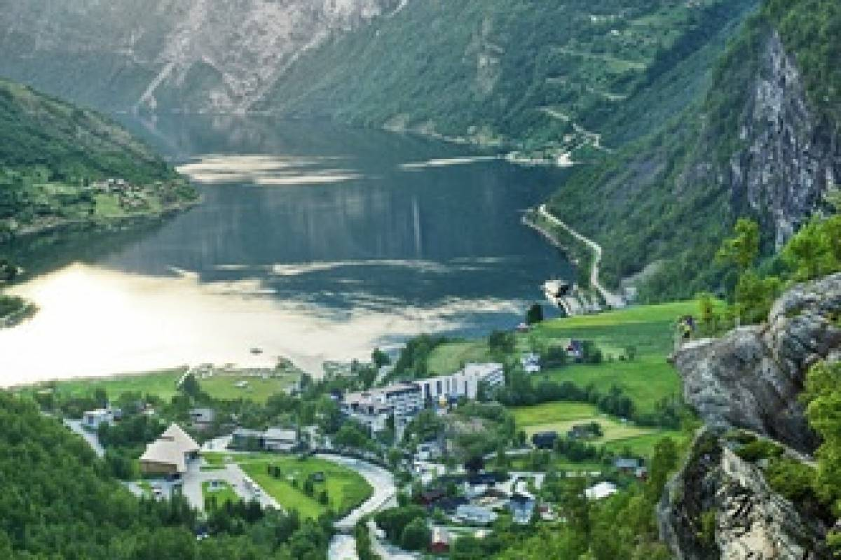 FRAM Enveistur UNESCO Geirangerfjord - Sjøholt - Molde