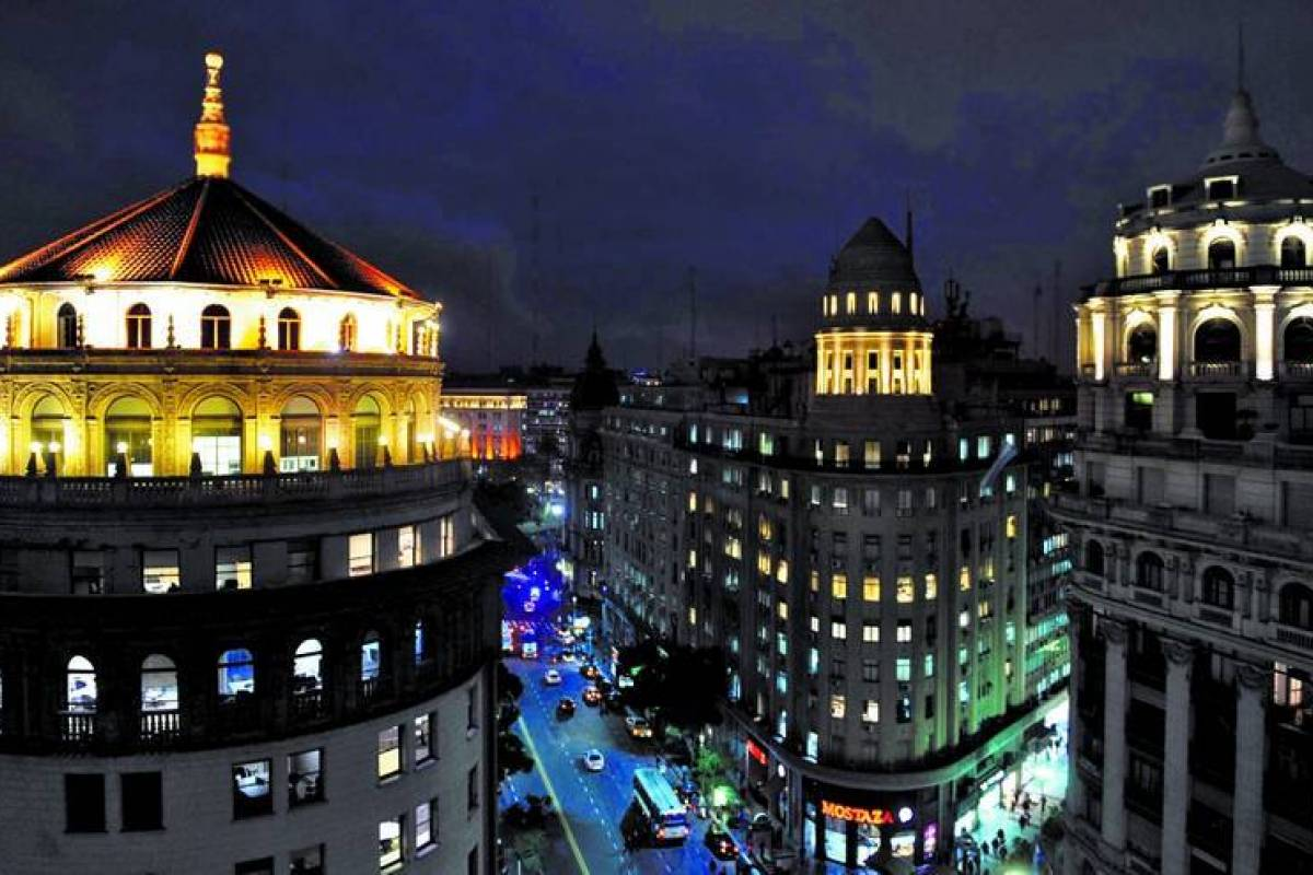 www.buenosairestouring.com BUENOS AIRES BY NIGHT