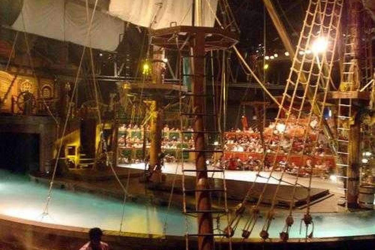 Dream Vacation Builders Pirate's Dinner Adventure Admission