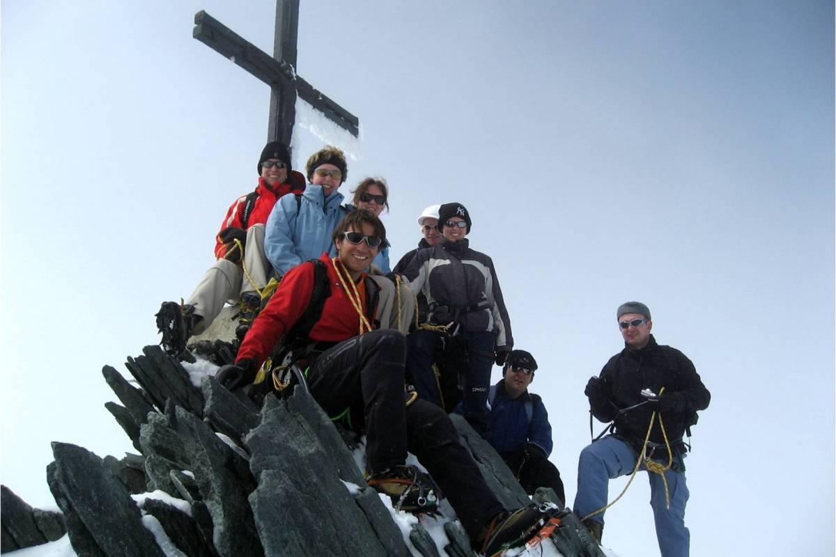 Saas-Fee Guides Allalinhorn 4027m snowshoe tour
