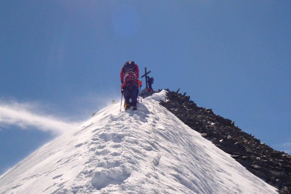 Saas-Fee Guides Allalinhorn 4027m Schneeschuhtour