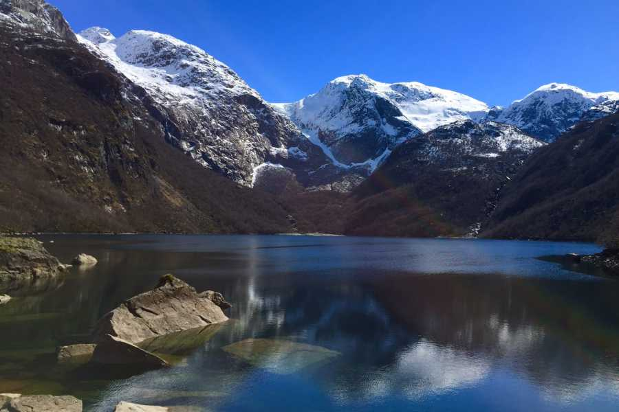 rosendalevent BONDHUS LAKE AND GLACIER