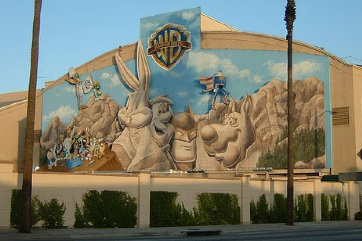 Dream Vacation Builders Warner BROS. VIP Studio & Movie Star Homes Tour L.A.