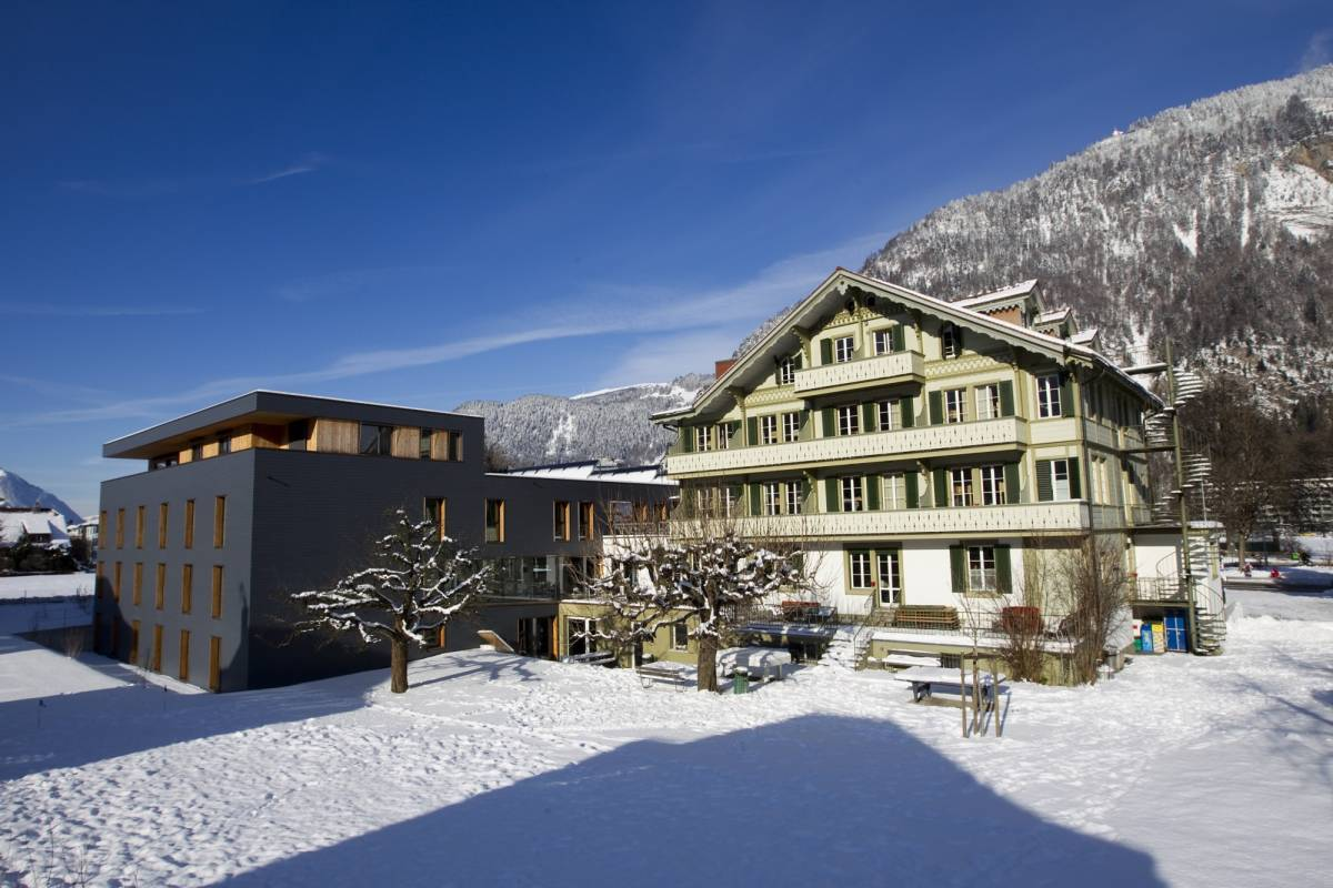 Outdoor Interlaken AG Backpacker's Villa Ski Package