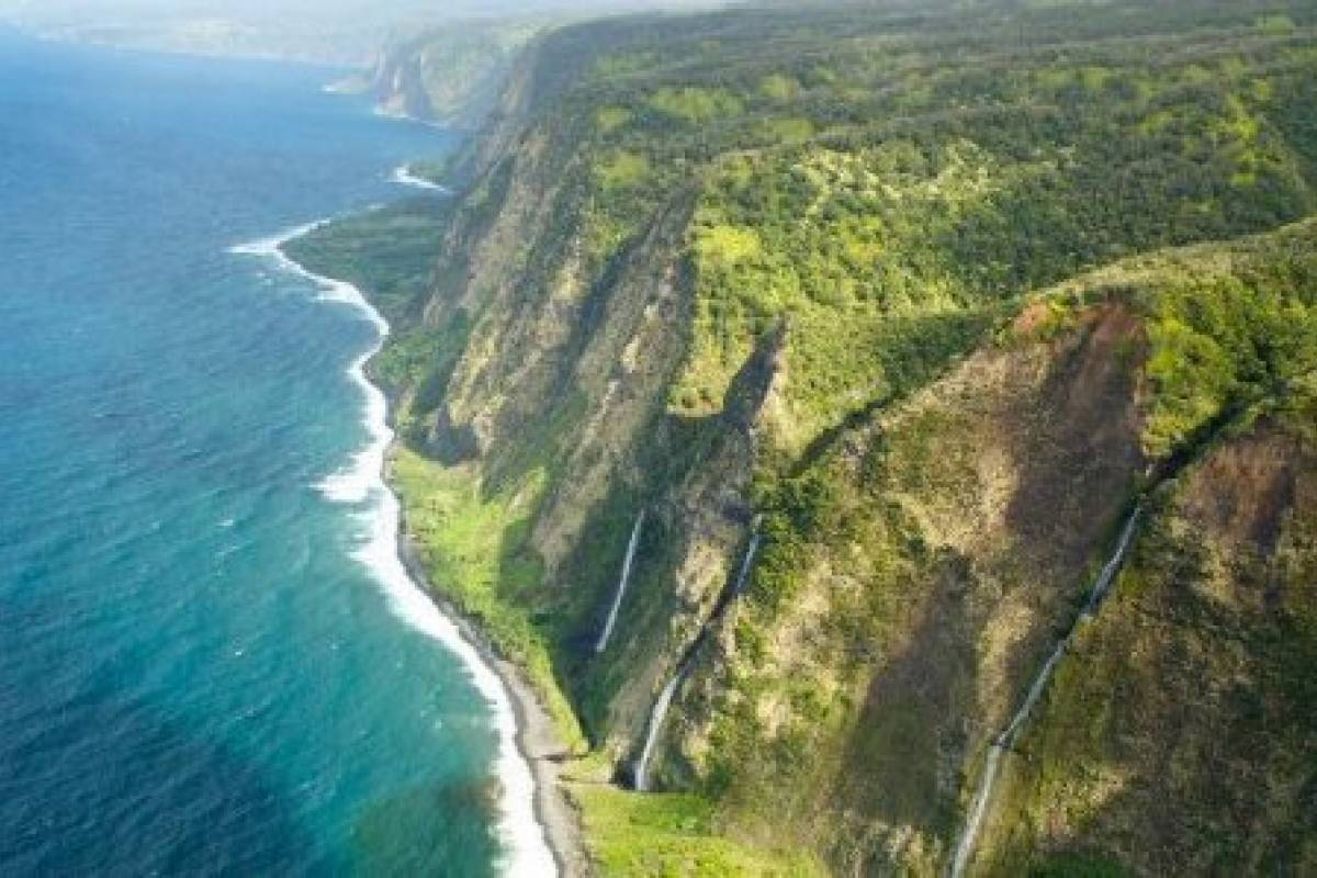 Dream Vacation Builders Helicopter Big Island Expedition