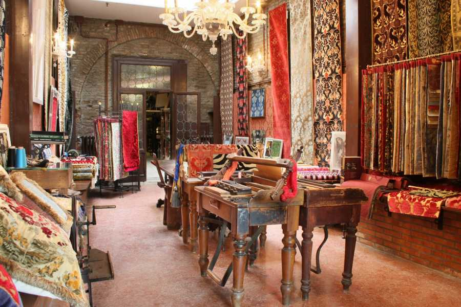 Venice Tours srl The Spirit of Tradition: Centuries of Venetians Velvets