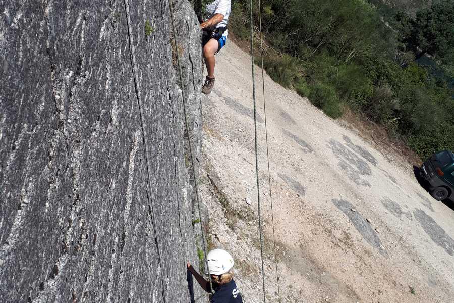 Gerês Holidays Erklettern auf natürlichem Felsen