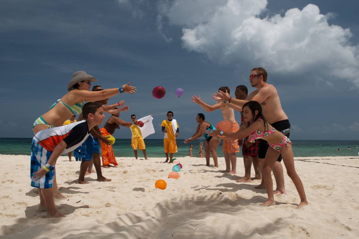 Cancun Vacation Experts DAY AT THE PLAYA MIA BEACH CLUB