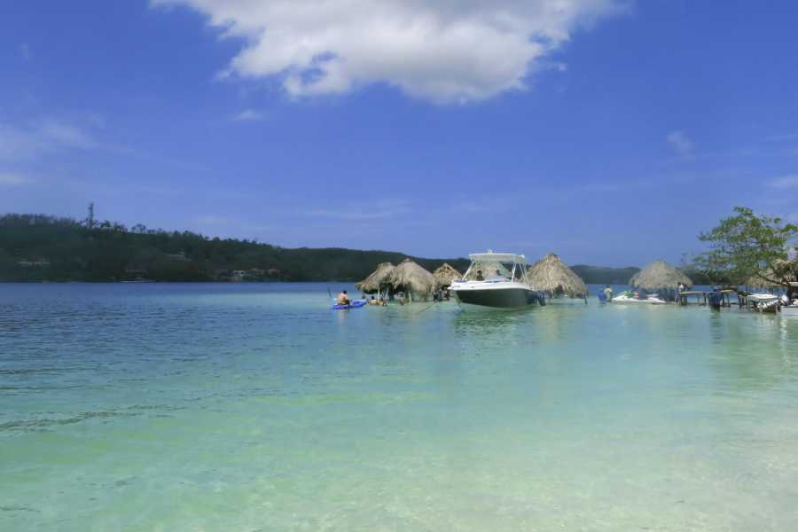 Backpackers 1. Islas del Rosario Tour