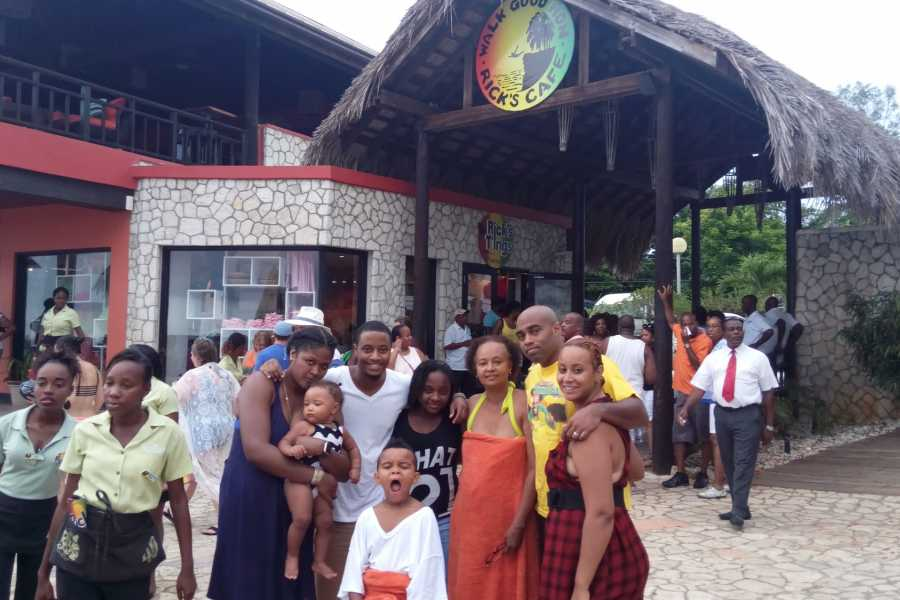 Route 876 Tours Rick's Cafe Day Excursion from Montego Bay