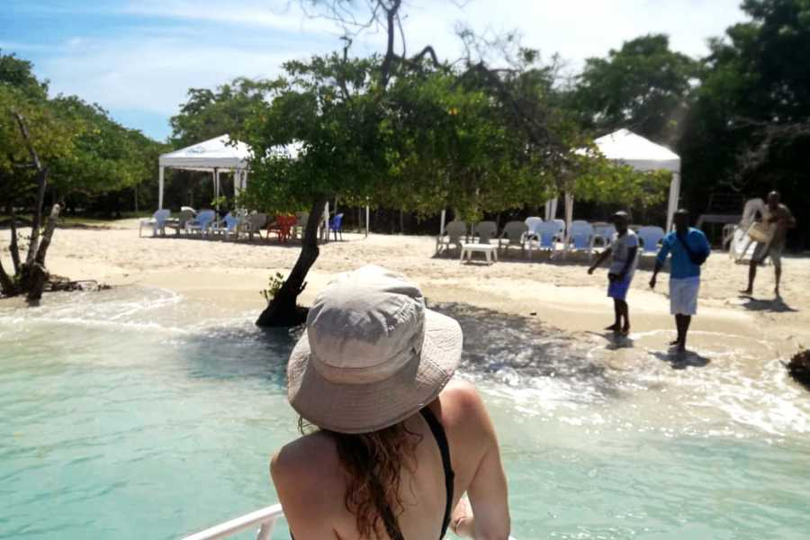Backpackers 5. Cholon + Snorkel - Rosario Islands
