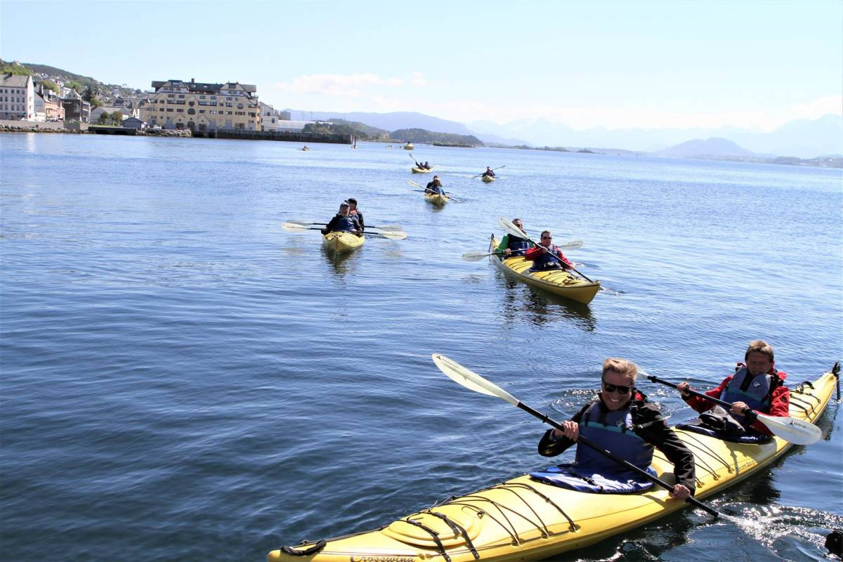 Kayak More Tomorrow AS Paddle the Art Nouveau City