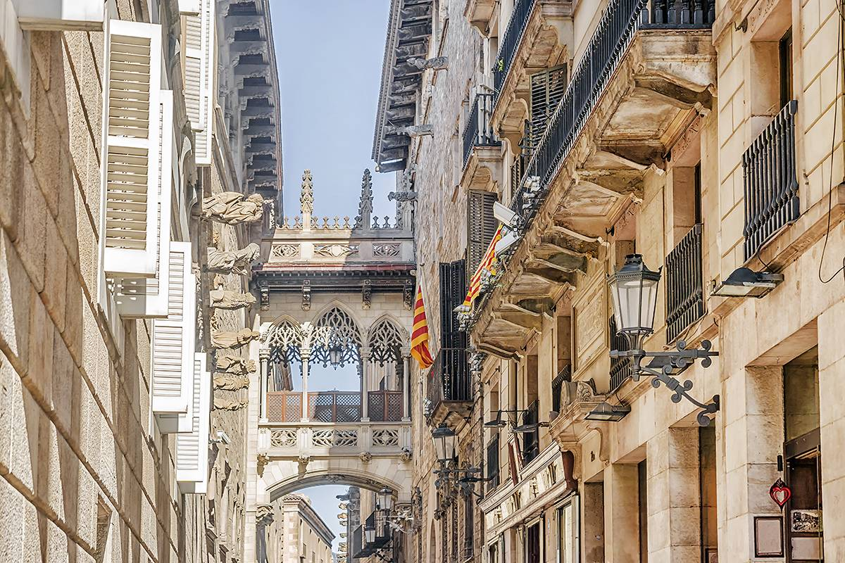 SANDEMANs NEW Europe Barcelona Appetiser Private City Tour