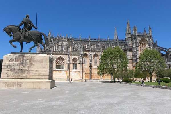 Lisbon Van Tours - Tours & experiences around Lisbon Viagem ao Mosteiro da Batalha pela rota da natureza
