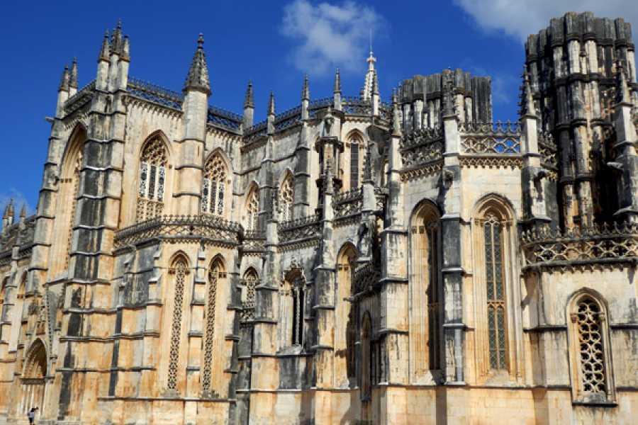 Lisbon Van Tours - Tours & experiences around Lisbon Visita ao Mosteiro da Batalha, percorrendo a rota da natureza
