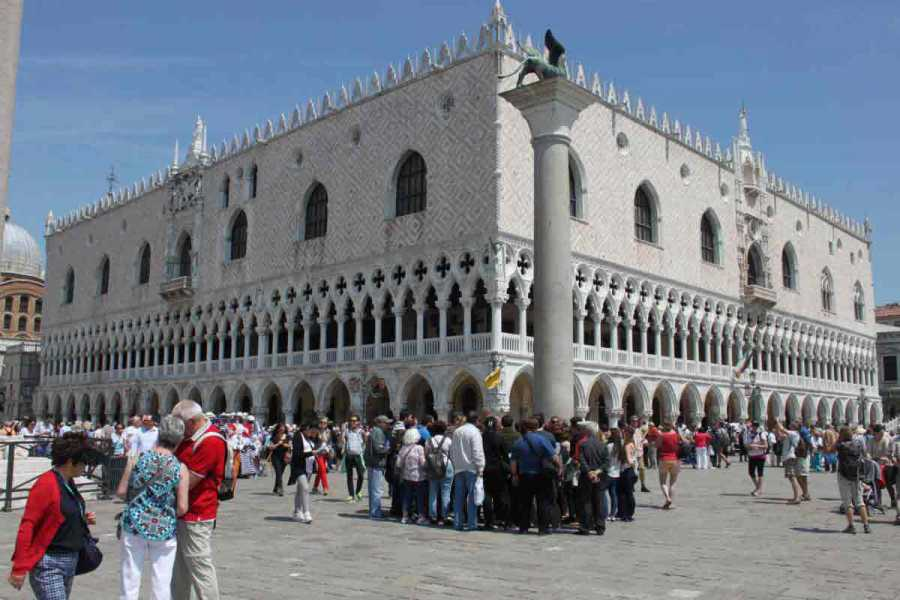 Venice Tours srl SKIP THE LINE: DOGE'S PALACE and St Mark's square palaces.