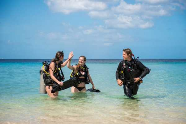 Blue Bay Dive & Watersports PADI Open Water Kurs