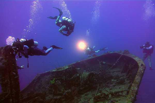 Blue Bay Dive & Watersports PADI Nacht Taucher Spezialität