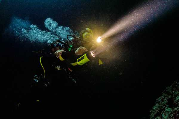 Blue Bay Dive & Watersports PADI Nacht Taucher Specialty