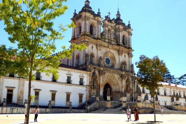 Lisbon Van Tours - Tours & experiences around Lisbon Visita ao Mosteiro de Alcobaça, Nazaré e Óbidos