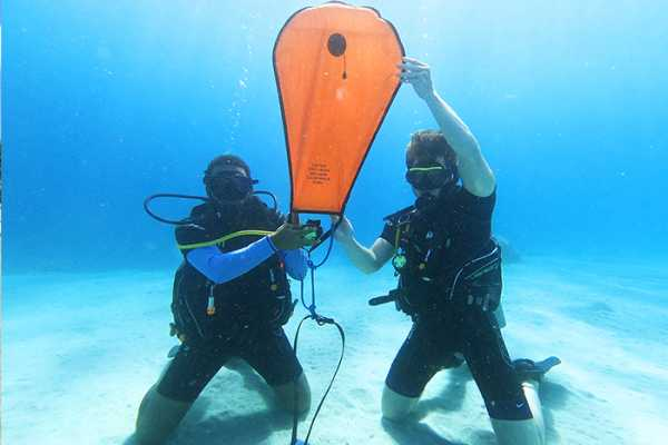 Blue Bay Dive & Watersports PADI Search & Recovery Spezialität