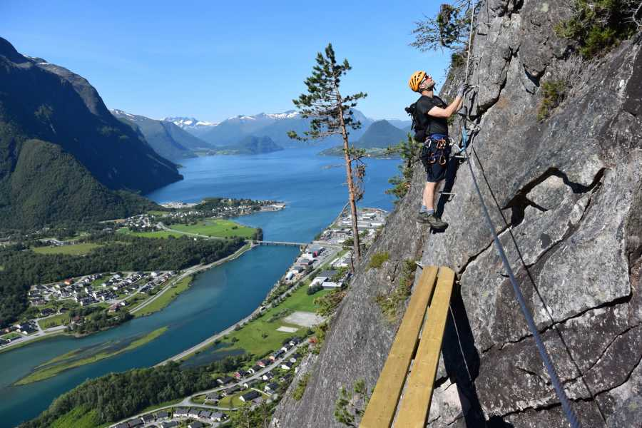 Norsk Tindesenter Guided tour: Romsdalsstigen Via Ferrata -Intro wall (3-4hrs)