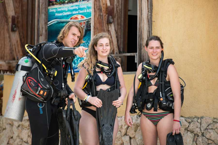 Blue Bay Dive & Watersports PADI Open Water & Advanced Open Water pakket