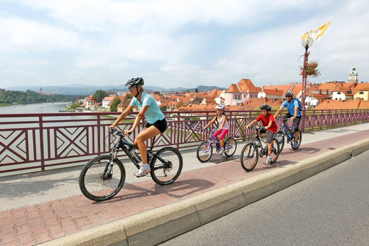 Alps2Adria Touristik OG Transfer von Maribor nach Toblach