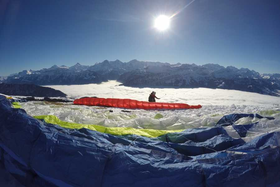 "Paragliding Interlaken GmbH 01 - Paragliding ""Big Blue"" Winter"