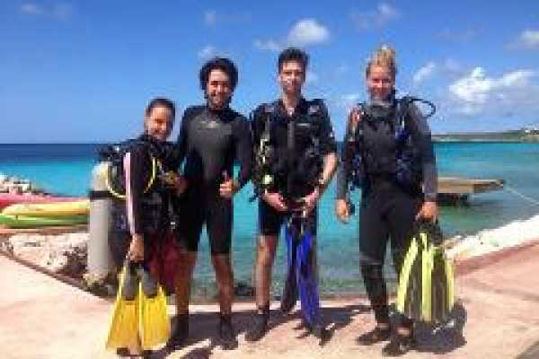 2 Guided Shore Dive (location PLAYA DAAIBOOI)
