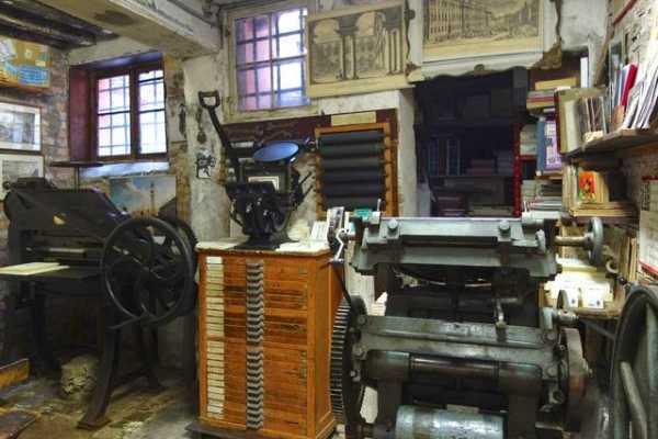 Venice Tours srl Realiza tu tarjeta de presentación en un antigua imprenta