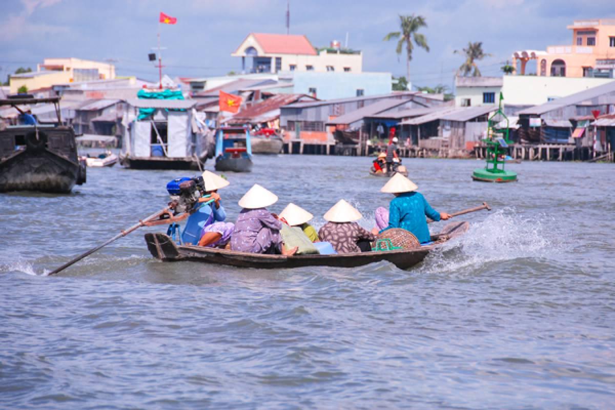 Viet Ventures Co., Ltd KL02: Vietnam Tour 12 Days