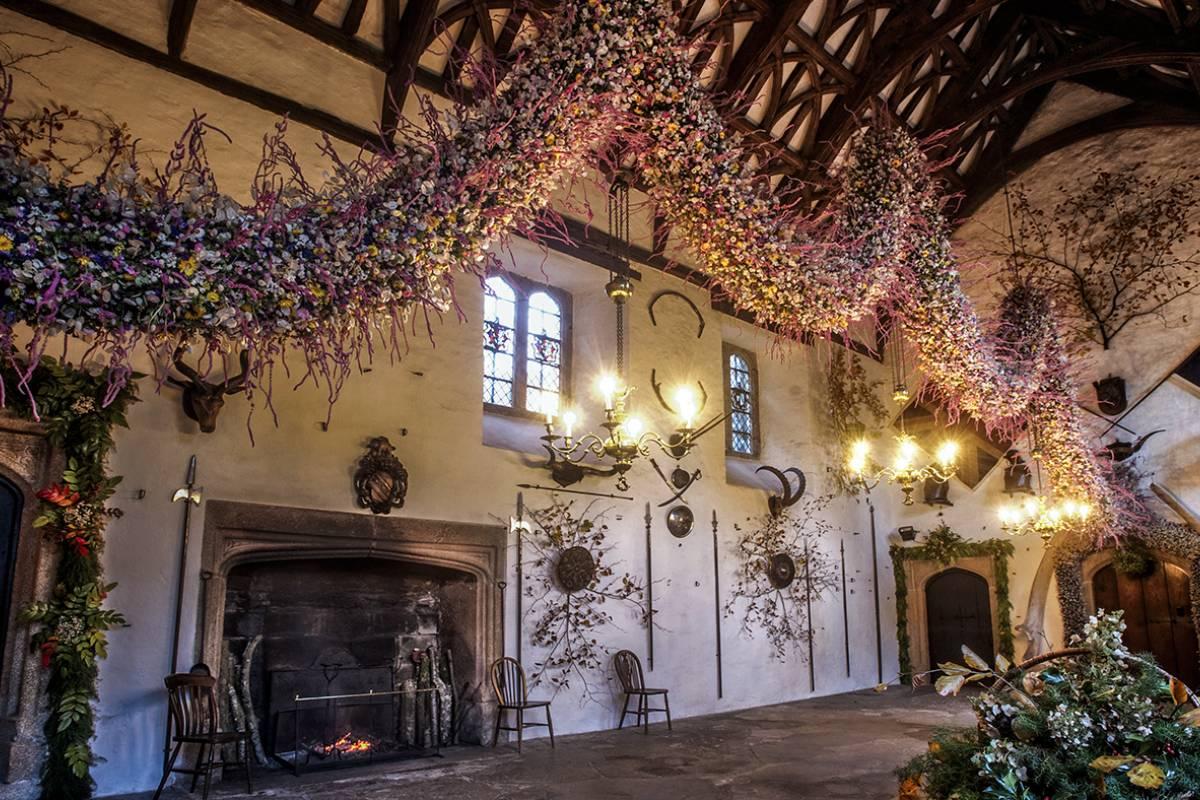 Oates Travel St Ives COTEHELE CHRISTMAS GARLAND AND TAVISTOCK