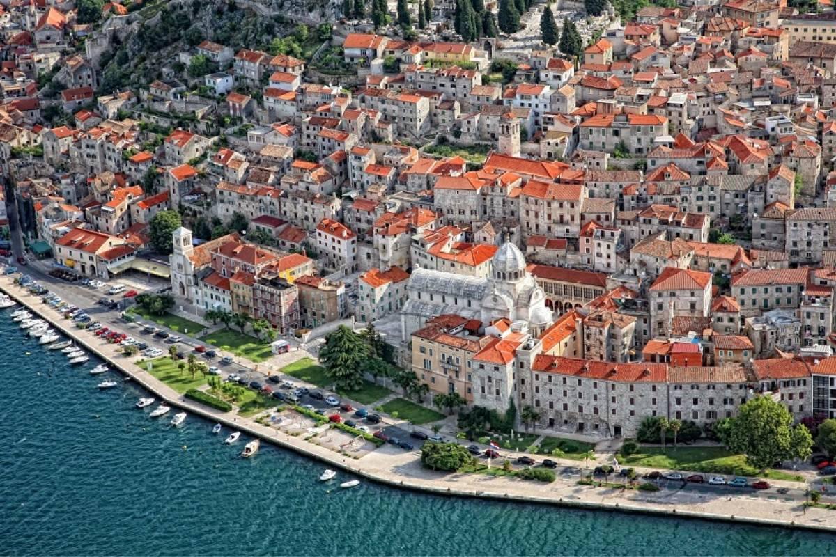 Degenija Tours Plitvice Lakes - Šibenik Private Transfer